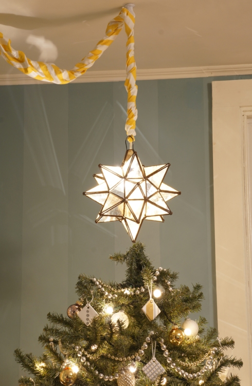 hanging moroccan christmas star via yearofserendipity